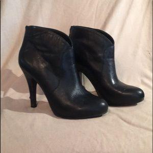 Me Too, black leather booties, Sz 7